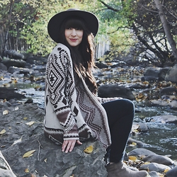 Jocelyn Jacobson - Lovestitch Desert Rose Cardigan, Brixton Clay Hat - Desert Rose Cardigan