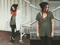 Amanda Runde - Ebay Black Beanie, H&M Long Tee, Discopants, T.U.K. Footwear Creepers, Grey Coat - Ten More Days