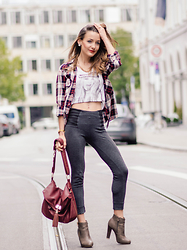 Stefanie - New Yorker Leggins, Tally Weijl Crop Top, Ankle Boots, Aldo Bag, Zara Flannel Blouse - Back on the street