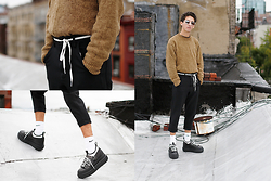 TYLER - Acne Studios Shoes, Comme Des Garçons Pants, Vintage Sweater, Saint Laurent Sunglasses, Nike Socks - 220