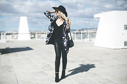 Inês M - Littlemistress Blazer, Zara Pants, Little Mistress Boots, H&M Hat - Huntress