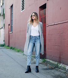 Jillian Lansky - Aritzia Grey Coat, Aritzia Girlfriend Jeans, Zara Chelsea Botos - On repeat