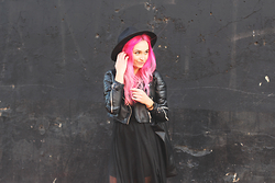 Ala Anigacz - River Island Biker Jacket, Oasap Shift Dress, Oasap Round Hat - BLACK ON  BLACK                        / alice-cross