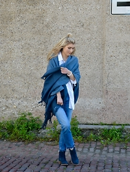 Dani Mikaela McGowan - Nordstrom Blanket Scarf, Nordstrom Cropped Jeans, Skechers Navy Booties - Swept off my Feet