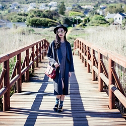 Ren Rong - Zara Knit Coat, Dressin Silver Mirror Sunglasses, Dressgal Red Satchel Bag, Something Borrowed Pointed Flats - Cape Town: Fish Hoek