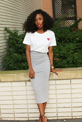 Annie B - Comme Des Garçons Play Cdg Tee, Missguided Gray Skirt, Zara Heels - GUESS WHO'S BACK!