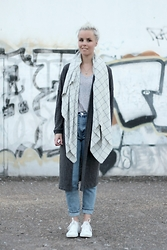 Merel - Kimono Mom Jeans, H&M T Shirt, Monki Cardigan, Converse All White All Stars, Debrosse Nyc Blanket Scarf - MY HEAD'S A MESS