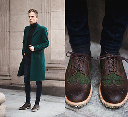 Daniil Shamatrin - Coat, Sweatshirt, Shoes - Painted Green