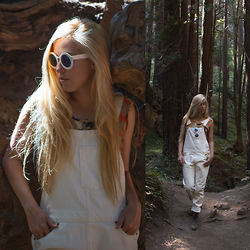 Jordan Rose - Levi's® White Overalls, Freyrs Rose Sunglasses, Ariat Billie Boot - // a walk through the forest //
