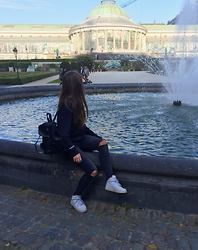 Sarah G - Supertrash Leather Backpack, Zara Ripped Jeans, Nike Sneakers - Brussels
