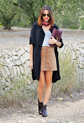Rebeca LookForTime - Stradivarius Skirt, Fashion Pills Trench - Pañuelo Cowboy