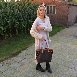 Veerle Scheutjens - Monki Cardigan, Mango Knitted Dress, Louis Vuitton Neverfull Bag, Zara Boots - Comfi cardigan weather