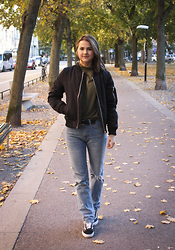 Sofia Starstrukk - Carlings Bomber, Bikbok Sweat, Zara Jeans, Vans Sneakers - Autumn