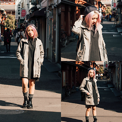 Sebelle Sharmine - Young Hungry Free Black Turtleneck Dress, Montifs Grey Parka, Solestruck Chelsea Boots - Is That A Grey Parka