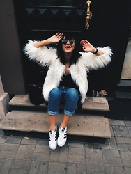 Agnija Grigule - Missguided White Faux Fur Coat, Adidas Superstars, Levi's® Jeans, H&M Bag - TGIF