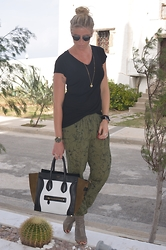 Christina Makholm - Bik Bok T Shirt, Raben Saloner Pants, Céline Bag, Settima Boots, Michael Kors Watch, Necklace Festosdisken, Ole Lyngaard & Hèrmes Braclets, Christian Dior Sunnies - Black and green with a hint of silver&gold