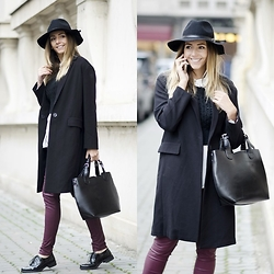 Manuella Lupascu - Asos Coat, Leather Bag, New Look Leather Pants - Black outfit with a touch of burgundy