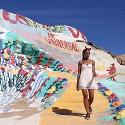 The Stylish Flaneuse - Birkenstock Arizona Sandals, H&M Pleated Bustier Dress, Aldo Blue Mirrored Sunglasses, H&M Headband - Salvation Mountain