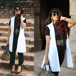 Surbhi Suri - Stalk Buy Love Jacket, Pants, Sammydress Leopard Print Pumps, Leopard Print Bag, Crop Top, Eurumme Jewellery, Michael Kors Watch - Gold, Leopard & Mono