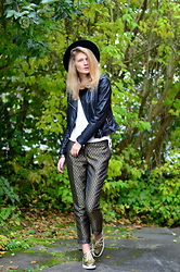 FRIDOANDLENN - Zara Biker Jacket, H&M Golden Chino, Zara Golden Lace Ups, H&M Hat, H&M Simple White Blouse - GOLDEN