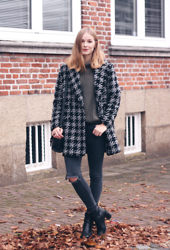 Janne B - Oasap Green Oversized Knit, Asos Black Ripped Jeans, Mango Checked Coat, Sacha Black Heeled Boots - Green Knit