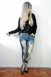 Thais Chung - Shop Tk Fringed Sweater, Shop Tk Destroyed Jeans, Schutz Lace Up Flats - FREE SPIRIT