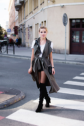 Juliette Jakubowska - Cardigan - Over knee boots