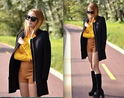Martina Manolcheva - H&M Coat, Terranova Sweater, H&M Shorts, Celine Sunglasses - Colours Of Fall