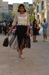 Farah Al Zadjaly - Clarks Baby Pink Brogues, Bedouin Fringe Skirt, Topshop White Lace Top - Can Dance All Night with a Smile