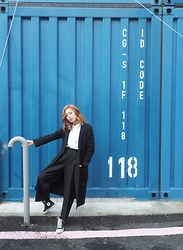 Wiyona Yeung - Vivaladiva Fashion Wool Jacket, Converse Shoes - One day in seoul!