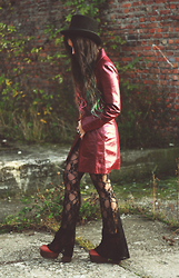 Muzzy Stardust - Beyond Retro Top Hat, Vintage Burgundy Leather Jacket, Jeffrey Campbell Platform Boots - 1970's