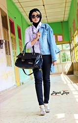 Diyah Diqo - Strawberry Denim Jacket, Connexion Skinny Jeans - Blue: Symbolized Trust, Loyalty, and Confident