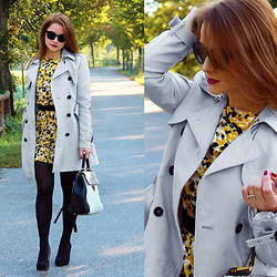 Carmen Antal -  - Fall look: gray trench coat and crepe dress