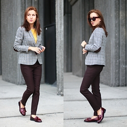 Beauty Mark Lady - J.Crew Jacket, Aldo Loafers, A.J.Morgan Glasses - Business Casual style from Chicago