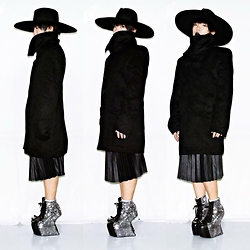 Rafa Concepcion - Ali Express Wide Brim Hat, Dubai Flea Market Trench Coat, Zara Electric Skirt, Diy El Rafa Heel Less - NORTHERN WITCH