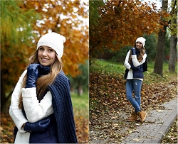 Natalia Przała - H&M Navy Blue Scarf, H&M White Cap, Timberland Beige Shoes - COLORFUL LEAVES/ C0mfy outfit for FALL
