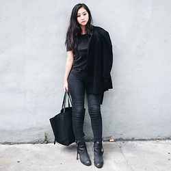 Tiffany Wang - Everlane Tee, Gap Jeggings, Acne Studios Ankle Boots, Céline Tote - VAMP LIFE