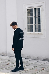 Kevin Elezaj - Nike Sneakers, H&M Jeans, Hazebury Jacket - All Black