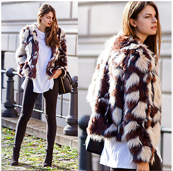 Jacky - Missguided Faux Fur Jacket, Subdued Long Shirt, Gina Tricot Jeans, Buffalo Booties - Furry Situation