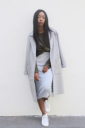 Aude-Julie Alingué - Forever 21 Coat, Forever 21 Sweater, Forever 21 Ribbed Skirt - GREY & KHAKI