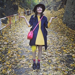Berny . - Cos Yellow Dress, Comme Des Garçons Trenchcoat, Pimkie Clutch, Happy Socks, Zara Shoes, H&M Black Hat - Mimicry