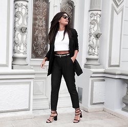 @giomeyer - Ellus Sandals, Boohoo Pants, Dafiti Belt, Mixed Cropped - Black art galley