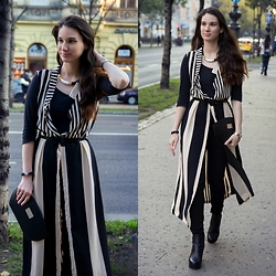 Mimi Papp - Kelau Black And White Necklace, Boriana Striped Long Cardigan, Judit Takács Design Black Clutch - Mrs. Beetlejuice