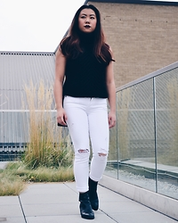 Madi Lee - Topshop Black Turtleneck, Citizens Of Humanity White Jeans, Jeffrey Campbell Ankle Boots - Rooftop