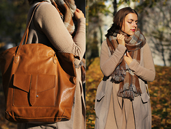 Jasmin Fatschild - Outerwear, Bag, Scarf, Vest, Shoes - WEARING THE LAYERING TREND AND OVERSIZED SCRAF