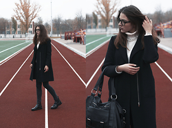 Anna Litichenko - Zara Coat, Vero Moda Sweater, Jennyfer Jeans, Pull & Bear Boots, Mango Bag - The Stadium