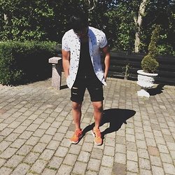 Jason - Just Junkies Bw Shirt, H&M Black Tank Top, Just Junkies Distessed Shorts, Adidas Zx Flux - Summer fit