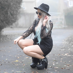 Sammi Jackson - Yoins Lace Playsuit, Oasap Quilted Bag, Jolly Chic Buckled Boots - INNER WITCH