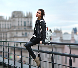 Perventina Ols - Grafea Backpack, Helmut Lang Pants, Freebird By Steven Boots - Autumn City