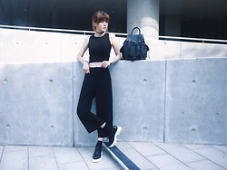 Una Yeung - Aland Black Vest, Vivaladiva Cropped Pants, Steve Madden Platform Shoes, Vivaladiva Tatto Necklace, Topshop Black Backpack - ALL BLACK
